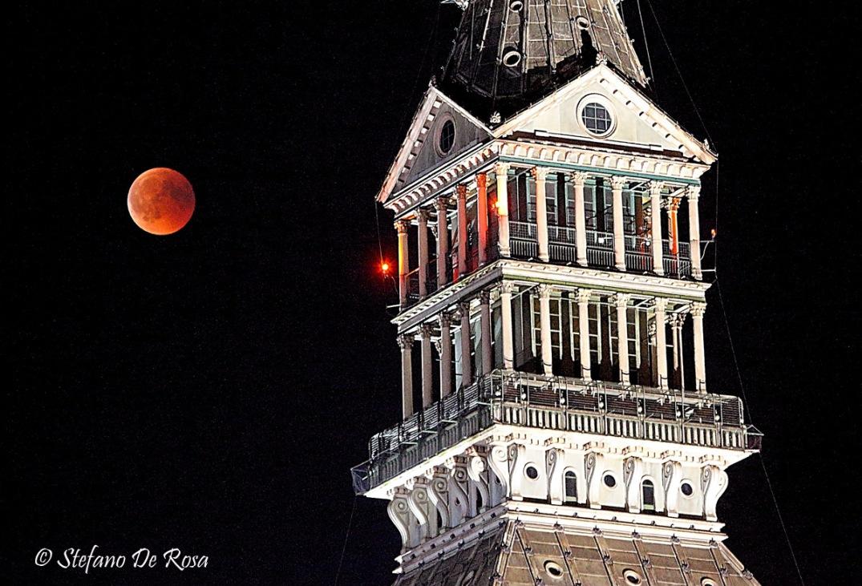Eclissi totale di Luna e Mole_Stefano De Rosa_APOD