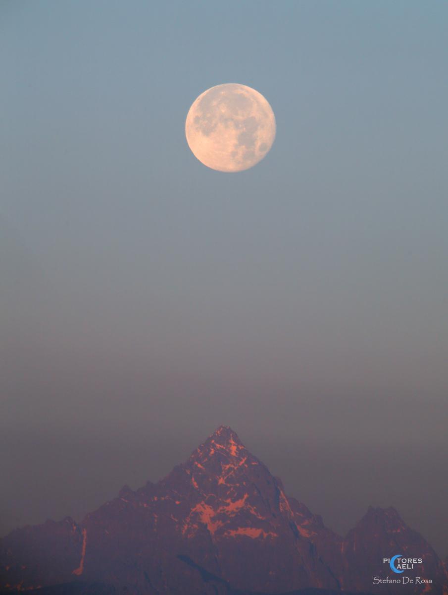 Luna piena e Monviso